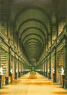 Long Room, Trinity College www.stephentravels.com/top5/things-to-see-and-do-in-dublin-ireland