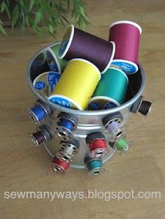Great idea for storing your bobbins neatly, using cheapo magnets. From Sew Many Ways.