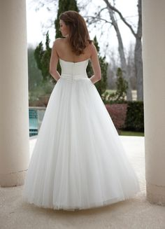 Style 8445 » Wedding Gowns » DaVinci Bridal » Available Colours : Diamond White, White (back)