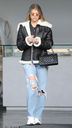 Sofia Richie rocked a casual-cool ensemble in black leather jacket and holey denim for lunch date with a girlfriend in Malibu on Monday. Fashion Mumblr, Star Fashion, Fashion Outfits, Celebrity Outfits, Trendy Outfits, Cool Outfits, Celebrity Closets, Celebrity Style Inspiration, Celeb Style