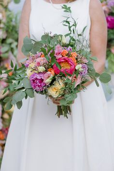Beautiful destination wedding in Greece with bright colors│ Susan & Valerie - Chic & Stylish Weddings Wedding Set Up, Best Wedding Planner, Greece Wedding, Tea Length Dresses, Bridal Bouquets, Bridal Looks, Colorful Flowers, Bright Colors, Destination Wedding