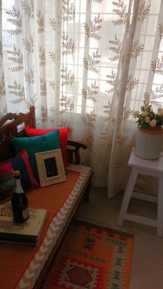 How to use 'barnis' while decorating your home. Best Interior Design Blogs, Room Interior Design, Indian Home Interior, Indian Interiors, Living Room Green, Living Room Decor, Bedroom Decor, Decorating Blogs, Decorating Your Home