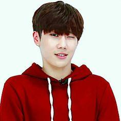 Sunggyu wink... weakly idol ...The Eye Promotion .