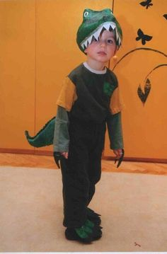 DIY Dino Costume For Kids #DIY Kid's Halloween Costume: Dinosaur>> http://missplus.co/toddler-boys-dinosaur-costume-ideas/