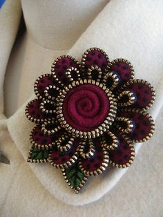 Here are the 9 best zipper crafts in different patterns for adults and kids. Come and explore these top 9 Zipper crafts patterns for all. Zipper Flowers, Felt Flowers, Fabric Flowers, Ribbon Flower, Ribbon Hair, Hair Bows, Felt Crafts, Fabric Crafts, Sewing Crafts