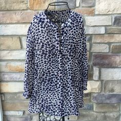 """banana republic patterned 3/4 sleeve blouse New without tags. Great pattern and colors. Button up. 3/4 sleeve. 100% polyester. Slightly sheer.  ❌ No trades or off Poshmark transactions.   Quick shipping.   Offers welcome through """"Make an Offer"""" feature.    Bundle discount.   ❔ Feel free to ask any questions. Banana Republic Tops Blouses"""