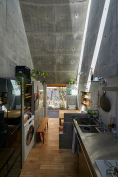 Takeshi Hosaka designs tiny house in Tokyo with funnel-like roofs Concrete Interiors, Journal Du Design, Narrow House, Kitchens And Bedrooms, Micro House, Tiny House Living, Story House, Tiny House Design, Japanese Design