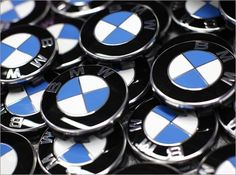White and Blue quarters bounded by black outer ring with BMW written in BOLD gives a sense of security and pride. Bmw 2002, Luxury Car Logos, Luxury Cars, Suv Bmw, Bmw Z3, High End Cars, 2017 Bmw, Famous Logos, Bmw 3 Series