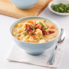 Chaudrée de chou-fleur et bacon - 5 ingredients 15 minutes Bacon, Cheeseburger Chowder, Cauliflower, Healthy Recipes, Easy Recipes, Healthy Food, Easy Meals, Food And Drink, Desserts