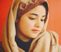 The decision by teenage Indian Muslim actress Zaira Wasim to quit Bollywood has stirred faith debate in the Indian peninsula, unleashing countless reactions Young Actresses, Actors & Actresses, Zaira Wasim, Muslim Beauty, Simple Girl, Child Actors, Bollywood Stars, Bollywood Girls, Girls Dp