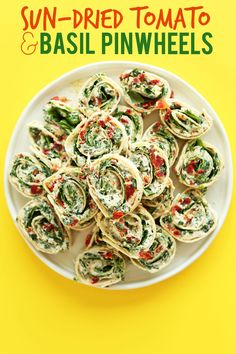 8 ingredient, 15 minute Sun-dried Tomato and Basil Pinwheels! An easy, crowd-pleasing summer-friendly appetizer or snack! My mom would love these :)