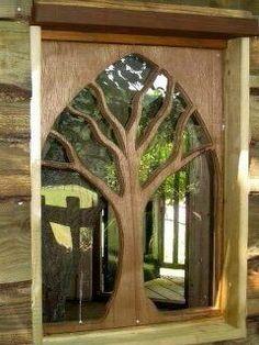 Original puerta de madera y cristal.