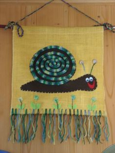 ARGE Kleinschulen in Vorarlberg: > Textiles Werken Diy For Kids, Crafts For Kids, Burlap Ornaments, Rug Yarn, Textiles, Finger Knitting, Weaving Projects, Arts Ed, School Projects