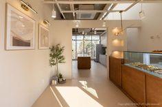[488] 공방인테리어 / 10평 마카롱 디저트 가게 : 네이버 블로그 Bakery Interior, Interior Design, Retail Space, Cafe Restaurant, Coffee Shop, Sweet Home, Ceiling Lights, Flooring, Kitchen