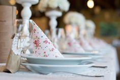 Az angol rózsás szalvéta  és a natúr papír remek kiegészítői egymásnak. Table Decorations, Blog, Vintage, Home Decor, Decoration Home, Room Decor, Blogging, Vintage Comics, Home Interior Design