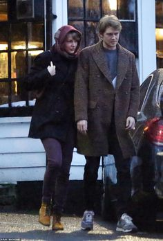 Taylor Swift makes rare appearance with beau Joe Alwyn on date night Taylor Swift Funny, Taylor Swift News, Taylor Alison Swift, Taylor Swift Wallpaper, Dream Music, Scott Eastwood, Queen Elizabeth Ii, Celebrity Couples, Night Out
