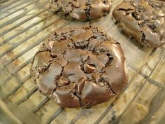 Flourless Chocolate Brownie Cookies - it's like a chewy brownie and a meringue had a baby!