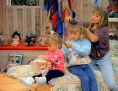 Full House hair assembly line. Genius and only on full house Full House Tv Show, Full House Cast, Stephanie Tanner, Stephanie Mitchell, Dj Tanner, Girl Dj, Uncle Jesse, Paddy Kelly, Candace Cameron Bure