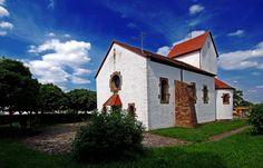 Ein Kleinod romanischer Baukunst, ...  ist die auf den Überresten einer dreischiffigen karolingischen Basilika errichtet Stephanuskirche, im Blieskasteler Ortsteil Böckweiler. http://de.wikipedia.org/wiki/Stephanuskirche_(Böckweiler)