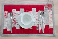 """Tischsets Handarbeiten """"aus meim Nahkastl"""" - nahkastl.wordpress.com Wordpress, Napkins, Tableware, Scrappy Quilts, Paint Stripes, Hand Crafts, Dinner Table, Creative, Essen"""
