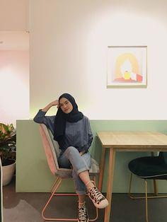 Modern Hijab Fashion, Street Hijab Fashion, Hijab Fashion Inspiration, Muslim Fashion, Korean Fashion, Fashion Outfits, Casual Hijab Outfit, Ootd Hijab, Girl Hijab