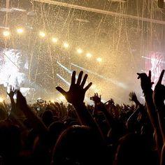 Reposting @davidtorres697: Guetta. #dj #davidguetta #david #house #edm #electro #music #follow #danceactitud #calicolombia #calico #guettalive #60feriadecali #feriadecali2017 #instagood #miami #dance #riodejaneiro #housemusic #studiotime #ibiza #like #hit #barcelona #bih #beatport #colombia