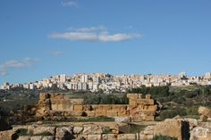 Vallei dei Temple Agrigento A Unesco world heritage site Heritage Site, Cool Places To Visit, Trekking, Grand Canyon, Temple, Europe, World, City, Travel