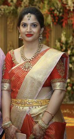 Wedding Saree Blouse Designs, Pattu Saree Blouse Designs, Half Saree Designs, Blouse Designs Silk, Sr1, Indian Bridal Fashion, Saree Models, Indian Beauty Saree, Gold Jewelry