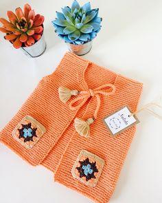 En keyif aldığım örgülerimden biri oldu yavaş yavaş yaz renklerine geçiş yapalım bu arada nazik hediyeniz için teşekkür ederim… Knitting For Kids, Baby Knitting Patterns, Crochet For Kids, Crochet Patterns, Crochet Baby Cardigan, Knit Baby Sweaters, Crochet Yarn, Baby Kind, Crochet Designs