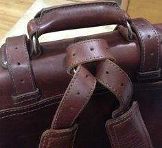 Try this loop next time you want to convert to backpack mode to keep the straps from sliding. Leather Belt Pouch, Leather Briefcase, Leather Bags, Leather Craft, Leather Backpack, Pouch Bag, Pouches, Saddleback Leather, Leather Products