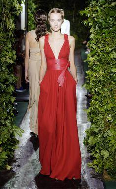 Hermosa creación de Valentino Otono Invierno 2014-2015.  Trajes de novia y noche - www.anneveneth.com