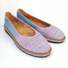 We are preparing the new collection of spring 2019 espadrilles, lovely, comfortable and easy to wear. You can ask for custom order on my… Handmade Accessories, Hand Weaving, Espadrilles, Flats, Spring, Easy, How To Wear, Shoes, Collection