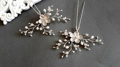 Flower Bridal hair pins Pair of Hair Pins Crystal pearl hair pins Silver hair pins Wedding hair pins Hair pins set Floral hair pins ______________________________________________________________ This flower headpieces made of clear crystals, freshwater pearls and silver plated flowers and