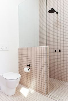 Bathroom Fittings in Black - Stylish and modern bathroom equipment - tile pink shower partition wall minimalist bathroom fittings - Modern Bathroom, Small Bathroom, Bathroom Sets, Minimalist Bathroom Design, Concrete Bathroom, White Bathrooms, Mosaic Bathroom, Bathroom Black, Bathroom Showers