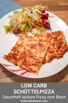 A delicious low carb shake pizza with a mixed salad. This recipe is ideal as a weight loss dinner as it is low in carbohydrates and high in protein. weight potato al horno asadas fritas recetas diet diet plan diet recipes recipes Low Carb Chicken Recipes, Low Carb Recipes, Diet Recipes, Vegetarian Recipes, Recipes Dinner, Salad Recipes, Low Carb Shakes, Low Carb Pizza, Healthy Drinks