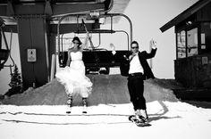 Hoe cool is het om te trouwen op skies! Kijk dit bruidspaar, erg gaaf!