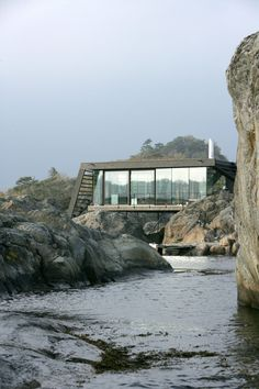 Lille Arøya holiday home built in rocks