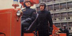 Oskar Werner y Julie Christie para Fahrenheit 451 dirigida por François Truffaut, 1966 Dystopian Films, Sci Fi Films, Fahrenheit 451, Instituto Ling, Ray Bradbury, Cyril Cusack, Science Fiction, Classic Sci Fi Movies, Movie Posters