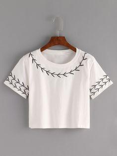 Camiseta Crop con bordado -blanco
