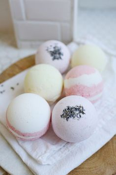 There's nothing better than a relaxing bath - except for one with a fun bath bomb, of course! Whip up some of these Adorable Homemade Bath Bombs and you will see why. These DIY bath bombs are almost as much fun to make as they are to use. Homemade Beauty, Homemade Gifts, Diy Beauty, Diy Gifts, Beauty Tips, Beauty Hacks, Beauty Products, Homemade Recipe, Soap Gifts