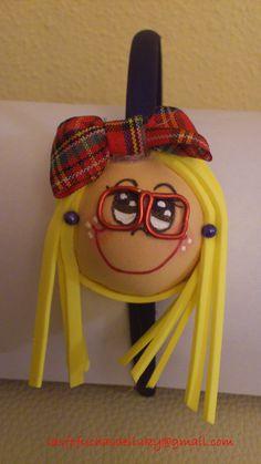 Diadema fofucha azul niña pelo largo y rubio, gafitas y lazo de cuadritos/Fofucha doll blue hairband girl with long and blond hair and checked bows
