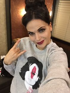 Awesome Lana as awesome (Evil Queen Regina) #QueenofHope #Once #BTS wearing her awesome #LongLiveHope sweat shirt sweater supports @FaceForwardLA awesome Lana in her awesome trailer #StevestonVillage #Richmond #Vancouver BC Friday 10-30-15