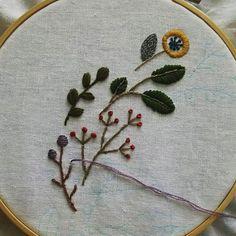 a461f98af7e7f リース部分から始めました 楽しいです🎶  刺繍 刺しゅう  手仕事