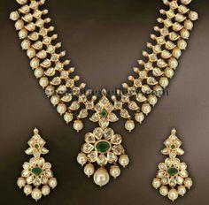 emerald and pearl in kundan