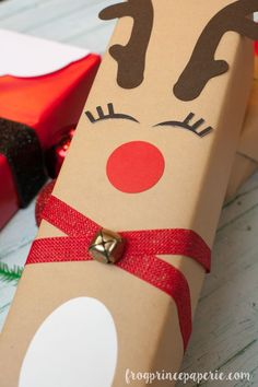 Creative gift wrapping ideas for Christmas using your Cricut Machine. Make Santa, reindeers and a beautifully monogrammed holly decked package. Creative Gift Wrapping with Cricut Explore - Frog Prince Paperie Creative Gift Wrapping, Creative Gifts, Creative Gift Packaging, Wrapping Gifts, Gift Wraping, Cricut Explore, Wedding Gift Bags, Homemade Christmas Gifts, Christmas Crafts