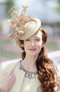 Royal-Ascot-2016-Hats-Tom-Lorenzo-Site (21). Great accessorizing to play up her coloring!
