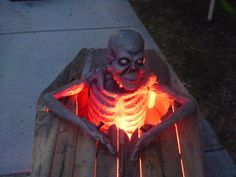 very nice groundbreaker coffin with ghoul popping out. Love the lighting...HF member