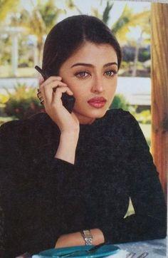 Aishwarya Rai Young, Aishwarya Rai Images, Aishwarya Rai Photo, Actress Aishwarya Rai, Aishwarya Rai Bachchan, Bollywood Actress, Aishwarya Rai Makeup, Vintage Bollywood, Bollywood Girls
