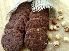 Σοκολατένια μπισκότα Βρώμης με Φουντούκια συνταγή από Zoe Tsomaka - Cookpad Cookies, Chocolate, Desserts, Food, Crack Crackers, Tailgate Desserts, Deserts, Biscuits, Schokolade