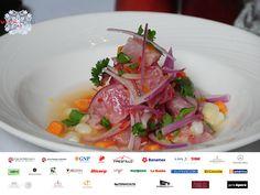 #vivaperu En VIVA EN EL MUNDO se presentará la Semana de Gastronomía Peruana del 5 al 9 de noviembre. Esta muestra se caracterizará por la puesta en escena de un maravilloso y delicioso menú peruano en el que se destacarán los productos que la tierra peruana ha regalado al mundo entero Le invitamos a conocer más acerca de nuestro evento VIVA PERÚ 2015 consultando nuestra agenda. www.vivaenelmundo.com
